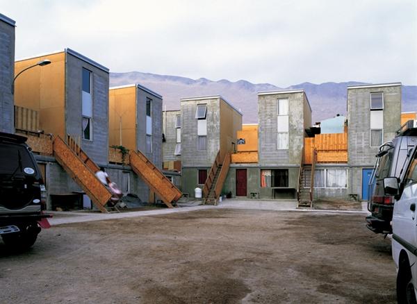 Elemental: Qunta Monroy, Iquique, Tarapacá Region, Chile, 2004 (foto ©CristobalPalma, 2009).