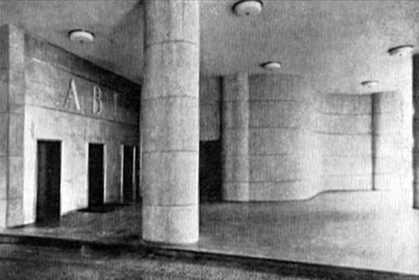 Vista desde la calle y vista interior de la planta baja del edificio de la Asociación Brasilera de Prensa (ABI). Marcelo y Milton Roberto (Río de Janeiro, 1938).